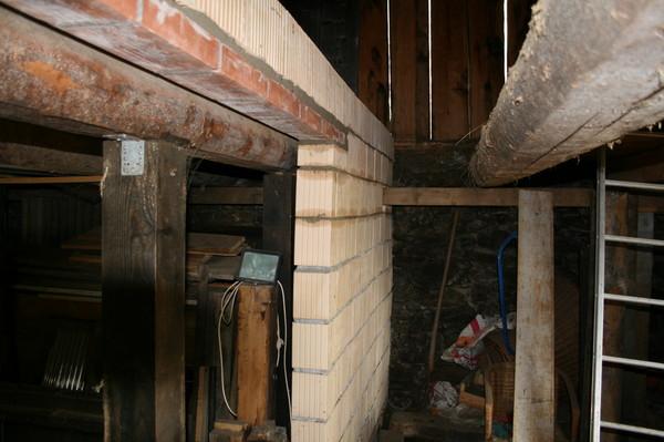 mur de soutien dans l 39 curie pour nouveau plancher de grange. Black Bedroom Furniture Sets. Home Design Ideas